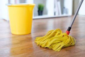 Czas na mycie podłóg. Jak oswoić się z tą czynnością i sprawić by była przyjemna? | Porady TAK!